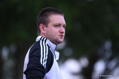 Bild der Meldung: Bastian Okrongli bleibt Trainer des 1. Frauenfußballteams