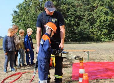Foto zur Meldung: Feuer und Flamme für die Jugendfeuerwehr