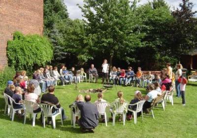 Vorschaubild der Meldung: Anmeldung Sommercamp im Quellendorfer Pfarrgarten