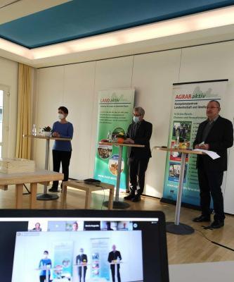Die 3 Glücksbringer (v.r.): Dr. Antje Pecher, Landwirtschaftsminister Vogel und Landesbauernpräsident Wendorff