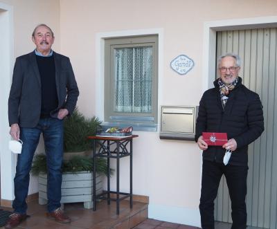 """Anton """"Jim"""" Gandl freute sich über die Glückwünsche von Herbert Müller."""