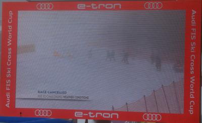 Race Cancelled stand auf der großen Anzeigetafel im Skistadion am Feldberg. Alle Rennen samt der Qualifikation mussten abgesagt werden - Foto: Joachim Hahne