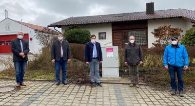 Bild: (v.l.) Markus Münch (Deutsche Telekom), Wilhem Köckeis (Deutsche Telekom), 1.Bürgermeister Andreas Eckl, Breitbandpate Josef Haas, 2.Bürgermeister Eberhard Preiß