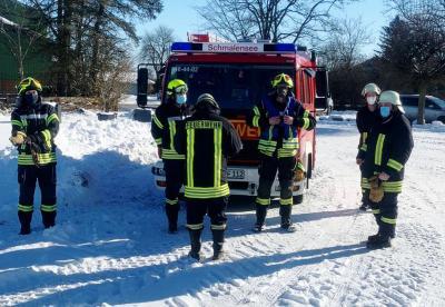 Foto zur Meldung: Feuerwehr Schmalensee zum Einsatz in Stocksee: Unterstand brannte auf Pferdekoppel