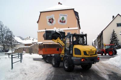 Foto zur Meldung: Ehrenamtliche Schneeräumaktion in Geschwenda