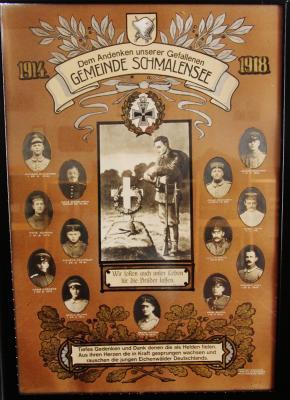 Die Gedenktafel 1914-18 hängt im Feuerwehrgerätehaus