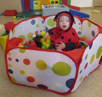 Unser jüngstes Käferkind Mia kam, wie passend, als Käfer zum Verkleidungsfest.