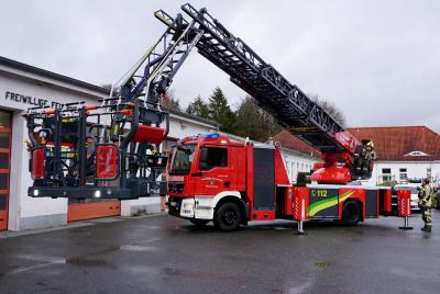 Foto zur Meldung: Drehleiter der Feuerwehr Trappenkamp kommt auch dem Brandschutz in Schmalensee zugute