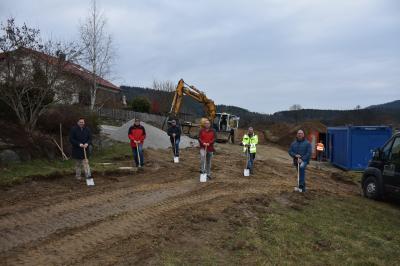 Foto zu Meldung: Spatenstich zur Erweiterung des Baugebiets in Moosbach