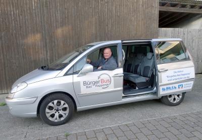 Axel Jänichen im Bürgerbus, einem 7-sitzigen Van