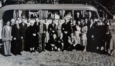 Foto zur Meldung: Eine Meldung und das Bild dazu: Bustour mit Bürgermeister Hamann im Jahr 1952