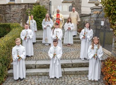 """Foto zur Meldung: Dem Ruf Gottes """"Ich bin da"""", wie einst aus dem brennenden Dornbusch folgten sechs Erstkommunionkinder in der Pfarrei Prackenbach-Krailing"""