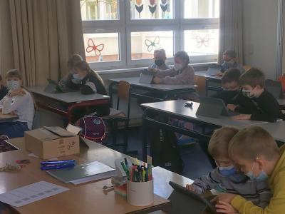 Schule vor 100 Jahren auf neuen iPads - Premiere der Endgeräte