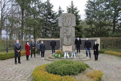 Foto zur Meldung: Gedenkveranstaltung zum 76. Jahrestag der Lagerbefreiung in Neuburxdorf