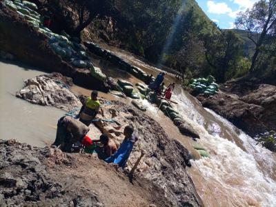 Foto zur Meldung: Wasserkraftwerk Tandala - Der Fluß wird umgeleitet