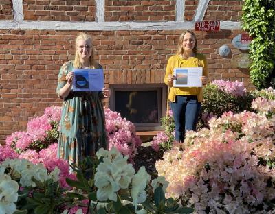 Foto zur Meldung: Fotowettbewerb Samtgemeinde Fredenbeck im Frühling: Verein Geest Landtouristik überreicht den Siegerinnen kulinarische Gutscheine
