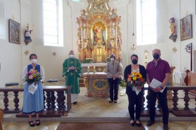 Foto zur Meldung: Pfarrei Prackenbach-Krailing gratuliert zwei verdienten langjährigen Kirchenmusiker/Innen nachträglich zum 50. Geburtstag am 14.06.2021 in St. Georg, Prackenbach.