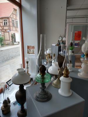 Foto zur Meldung: Schaufenster-Ausstellung von Roberto Bölter aus Perleberg im Leerstand