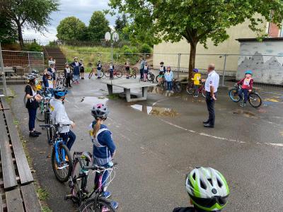 Foto zur Meldung: Radfahrprüfung Klasse 4