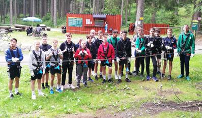 Die Jungs hatten eine abwechslungsreiches Programm zu absolvieren. Hier im Klettergarten war auch Mut gefragt. Foto: HVS