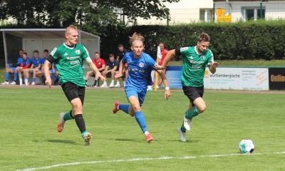 Gegen Kickers JUS wird auf Philipp Korthaase ( grünes Trikot, links ) und seine Abwehr iel Arbeit zukommen