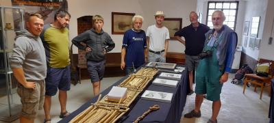 Hobbyflößer n der Flößerei-Ausstellung