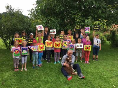 Foto zur Meldung: Ferienprogramm: Malen mit Rosi durch den Dorfverein Hagengrub