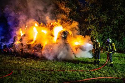 Einsatz Nr. 25 - Feuer groß in Barsbüttel Rundballen brennen