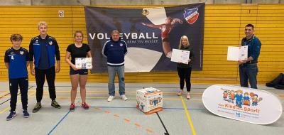 """Foto zur Meldung: Volleyballabteilung des TSV Russee mit Starter-Paket der landesweiten Initiative """"Kein Kind ohne Sport!"""" ausgezeichnet"""