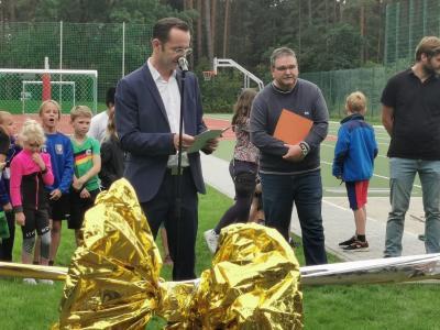 Neuer Schulsportplatz in Borkheide mit großem Fest eröffnet