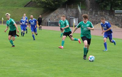 Justin Möhle ( grünes Trikot ) erzielte in Neukalen zwei Treffer