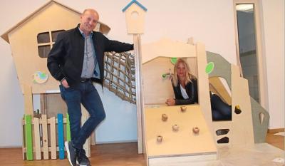 """Vorschaubild der Meldung: Andrea Weinzierl ist die neue Leiterin des Kindergartens """"Haus der kleinen Wunder"""" in Wallersdorf"""