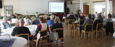 Foto zur Meldung: 90 Minuten Schmalenseer Dorfgeschichte(n) interessierten 40 Gäste
