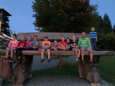 Foto zur Meldung: Ferienprogramm: Letzte Abfahrt – Rodeln in den Sonnenuntergang