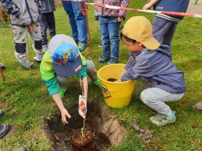 """Foto zur Meldung: Internationaler Tag des Wassers und """"Schau mal, was da wächst"""" in der Kindertagesstätte """"Sonnenschein"""""""