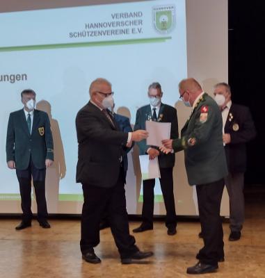 Foto zur Meldung: Der Schützenverein Laatzen Gratuliert