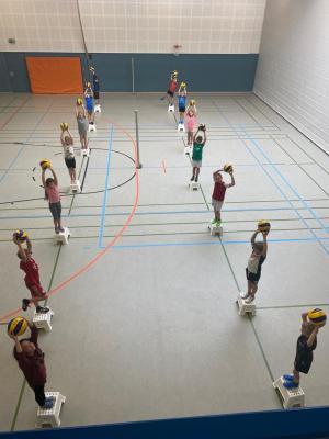 Die neue Volleyball-AG in Aktion
