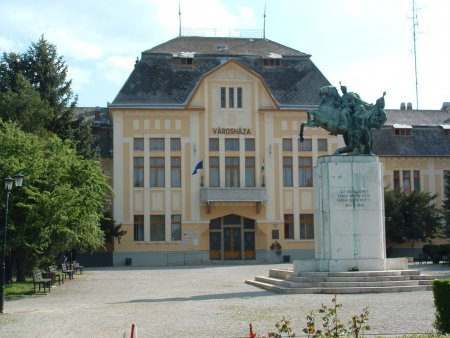 03 - Karcag Rathaus.jpg