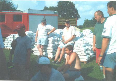 2002 08 17 FF SKB Hilfe beim Elbehochwasser