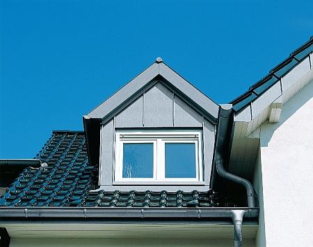 Angebot von Fassadenverkleidungen mit vorbewitterem Rheinzink