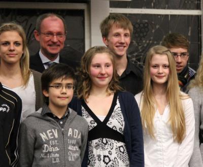Bürgermeister Roland mit den geehrten PSV-Sportlern