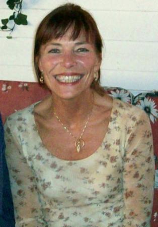 Ingrid, Nadjas Enkelin, ist eine schwedische Schauspielerin