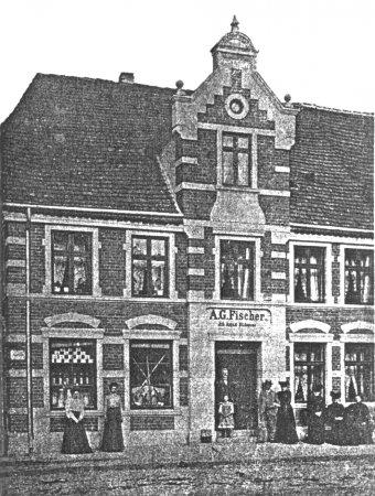 Das Geschäft von A. G. Fischer am Markt 5, um 1908