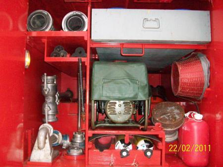 16 TS 8 Gerätefach Fahrerseite 2.jpg