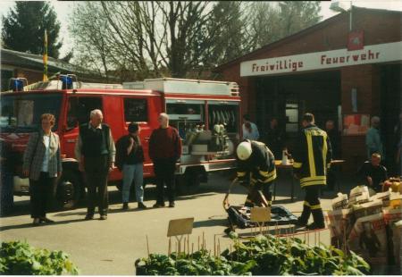 2002 04 21 FF bei der Gewerbeschau Schnakenbek 1