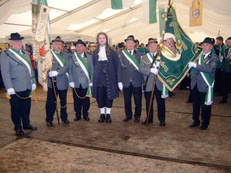 2006 - Alte und neue Fahne