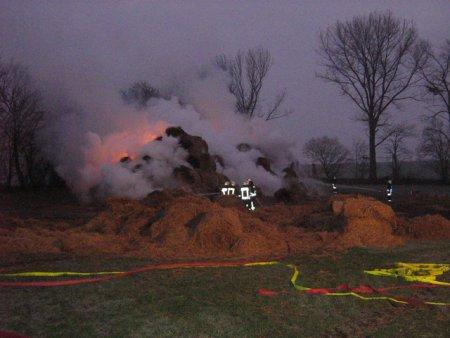 Strohdiemenbrand bei Hamersleben