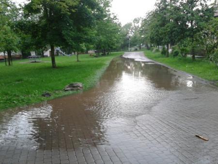 2013.05.27 Hochwasser Schweinabach Spielplatzweg