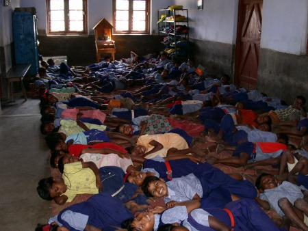 22 Chatterhat Kinder im Schlafsaal.jpg