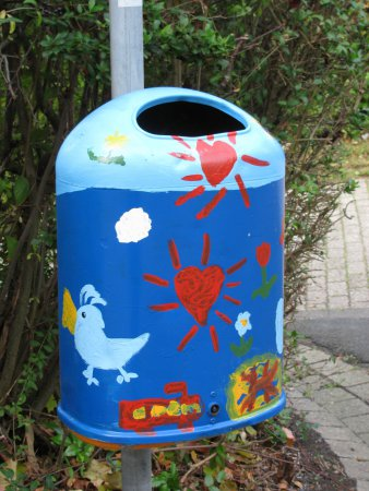 Außengelände: Mülleimer